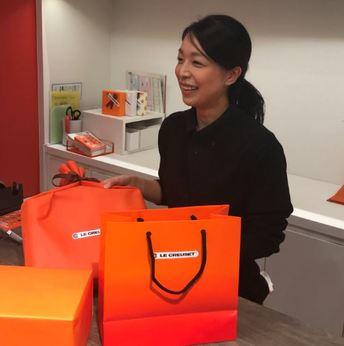 ル・クルーゼ製品の販売スタッフを募集中!入社後の研修も充実。社員割引やお鍋プレゼントもあります!